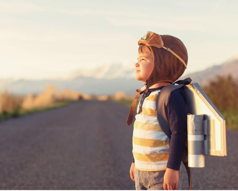 enfant revant d'être aviateur